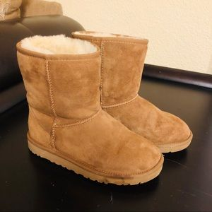 UGG classic boots size 3 youth